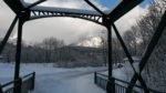 Blick durch die alte Eisenbahnbrücke bei Bad Ischl